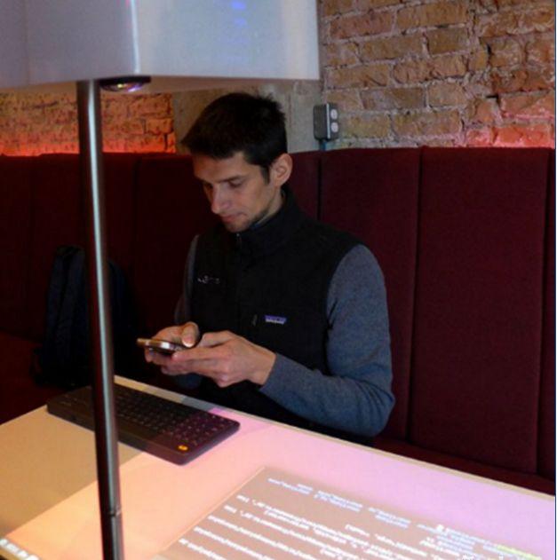 Lampix智能台灯:让你提前体验《头号玩家》中的虚拟交互技术景洪